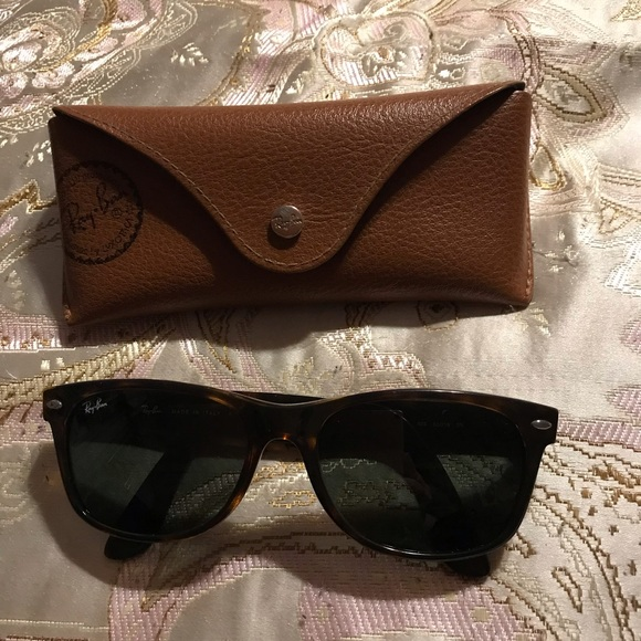 Ray Ban Tortoise Shell Color Sunglasses in Case